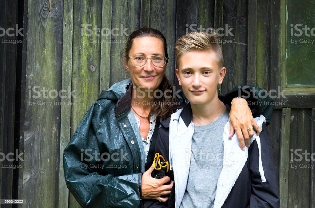 Portrait of mother and son outdoors on a rainy day Lizenzfreies stock-foto