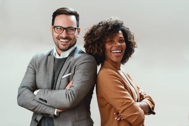 portret wieloetnicznej pary biznesowej - dwie osoby zdjęcia i obrazy z banku zdjęć
