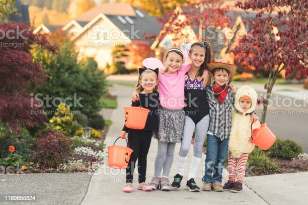 Portrait of multiethnic kids trick or treating picture id1169655324?b=1&k=6&m=1169655324&s=612x612&h=86 l08i5c507xh 3i 0kxa4re5scbagror4a6bgsrlk=