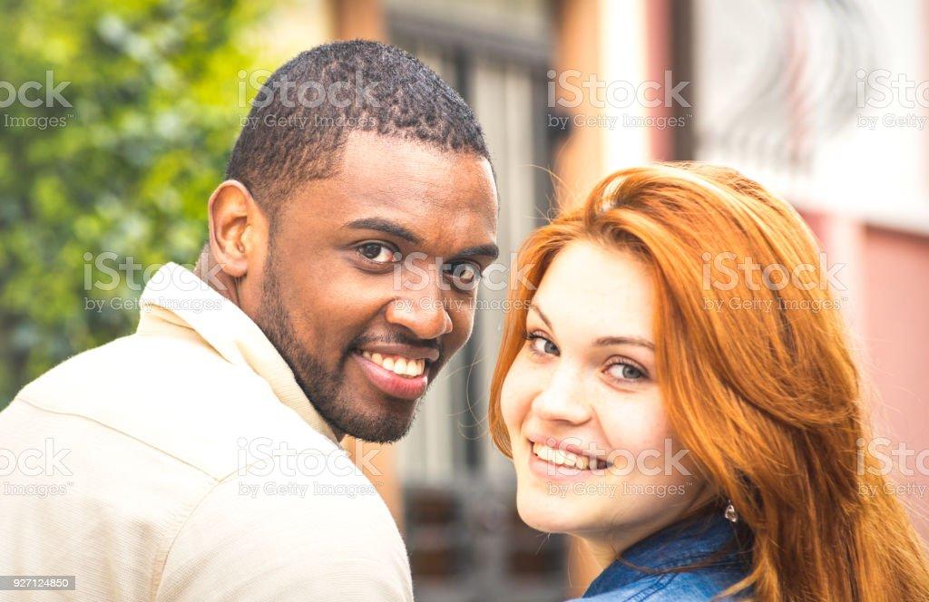 Generazione y interrazziale dating