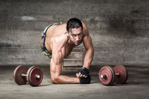 Retrato De Deportista Con Mirada Muscular Intenso Foto de stock y más banco de imágenes de Actividad