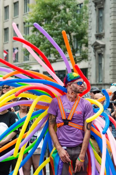 Retrato de los participantes del desfile del orgullo LGBTQ en Montreal. - foto de stock