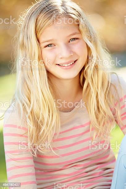 Photo Libre De Droit De Portrait De Jolie Fille De La Campagne Banque D Images Et Plus D Images Libres De Droit De Petites Filles Istock