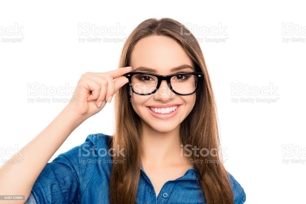 87aee88c8965b6 Portret van mooie jonge gelukkig secretaris aanraken van de bril royalty  free stockfoto