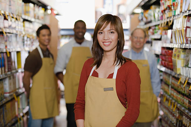 retrato de assistente de vendas - supermarket worker imagens e fotografias de stock