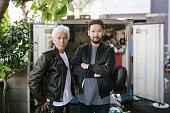 彼の息子とシニアアジア人の肖像画