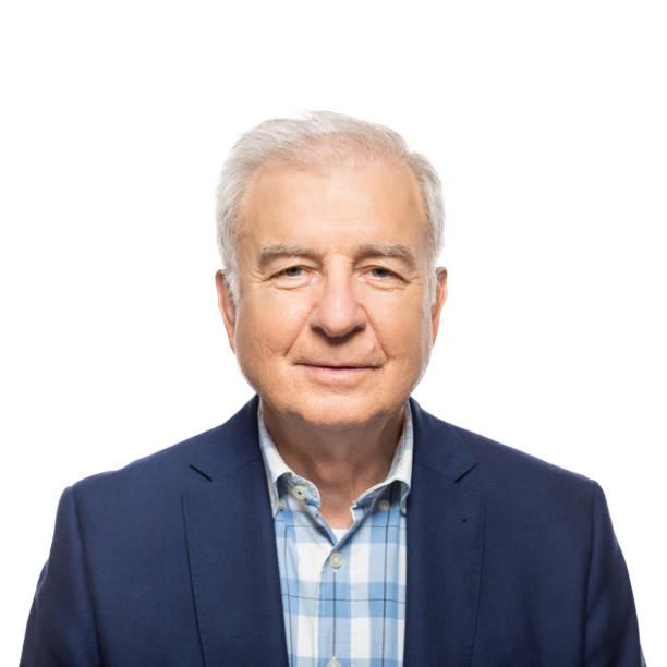 porträt von senior business-mann auf weiß - alvarez stock-fotos und bilder