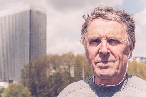 Senior Man Intalnire Paris