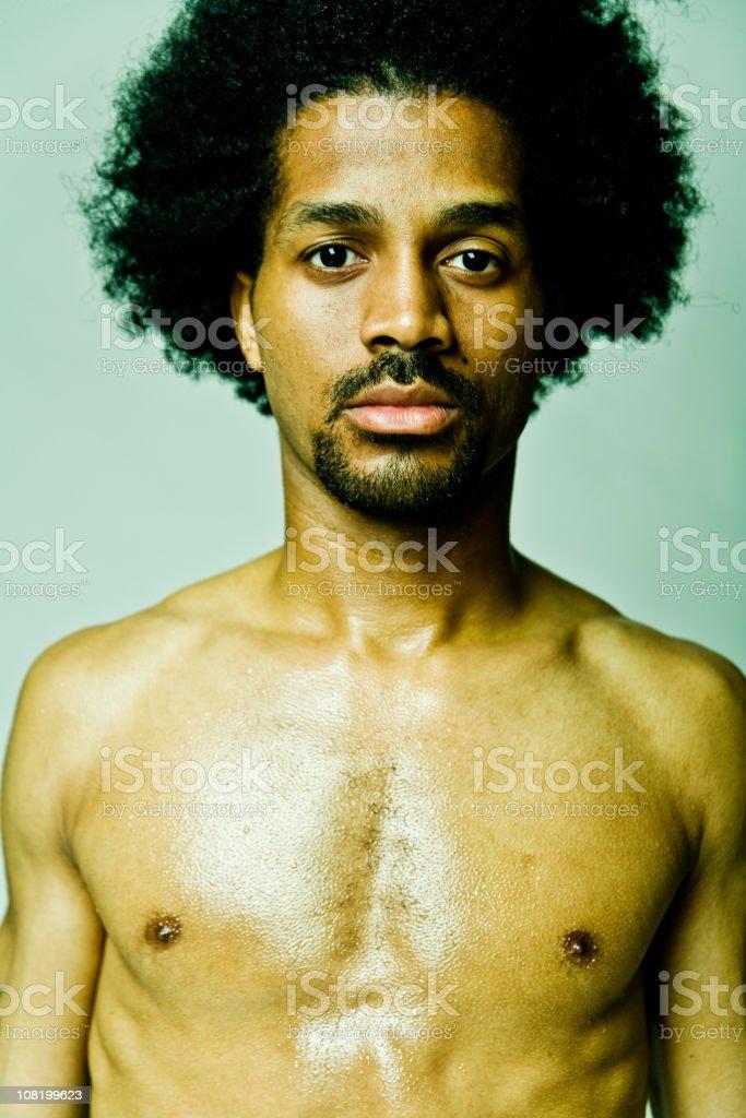 Porträt Des Nackter Oberkörper Mann Mit Afro Frisur