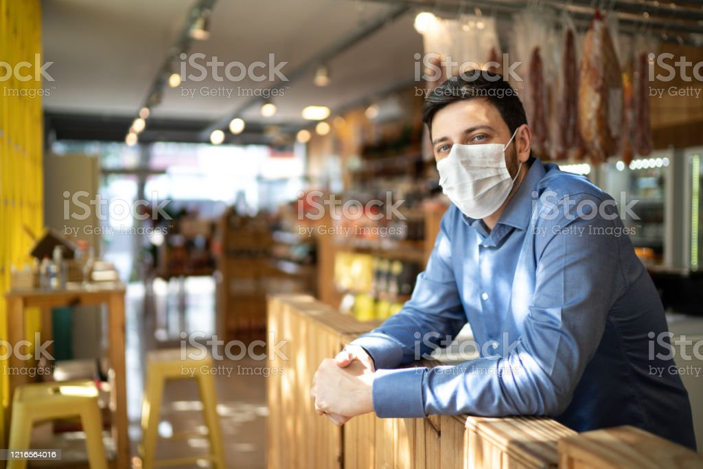 Portrait of small business man owner with face mask - Стоковые фото 30-34 года роялти-фри