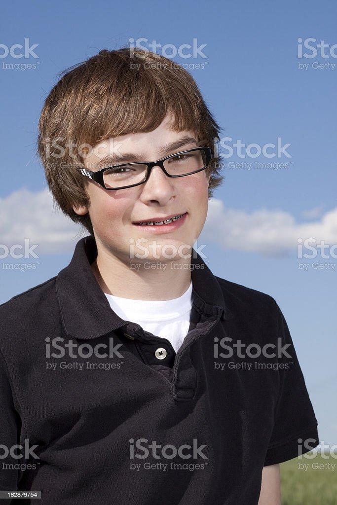 Porträt von Smart Teenager junge lächelnd – Foto