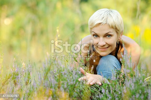 977601820 istock photo Portrait of smiling blonde outdoors 472000797