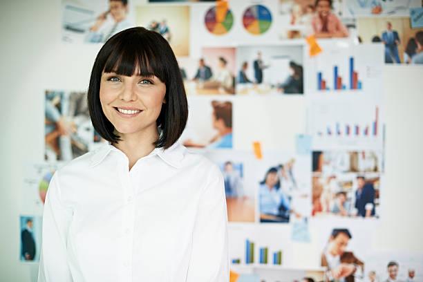 portrait of smiling business woman - wandbilder selbst gestalten stock-fotos und bilder