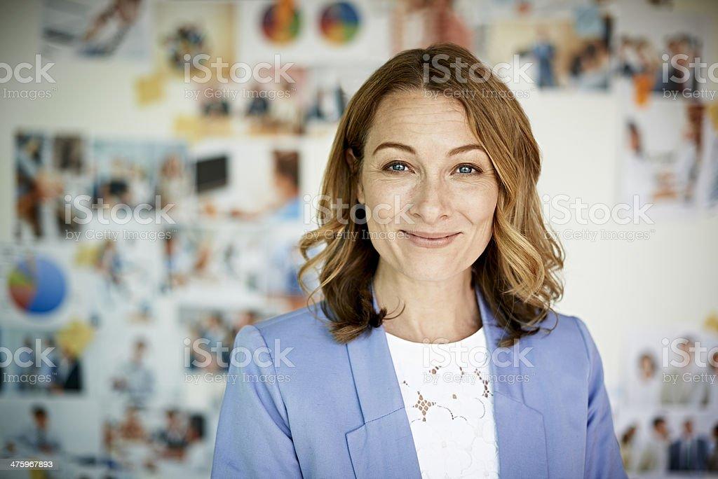 Portrait of smiling businesswoman - foto de acervo