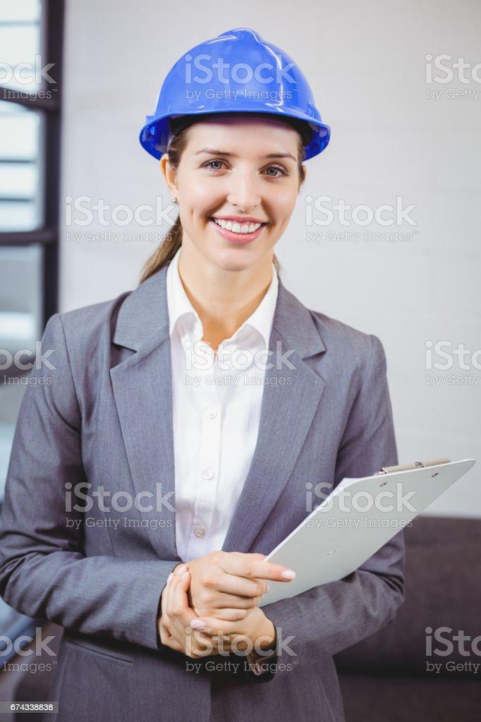 Porträt eines lächelnden weiblichen Architekten – Foto