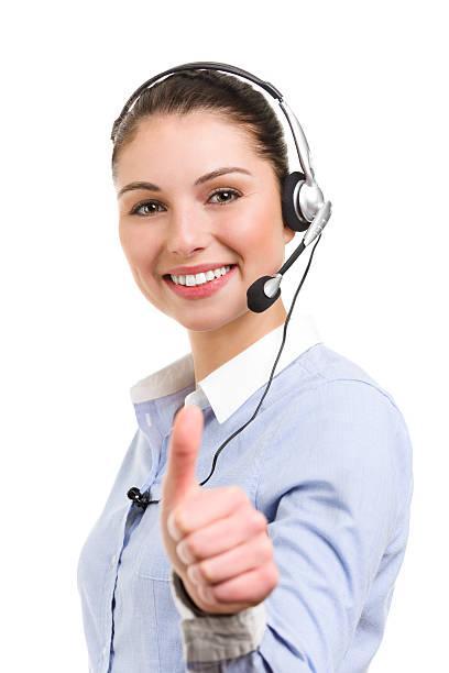 Porträt eines lächelnden weiblichen Telefon operator in ok Geste – Foto