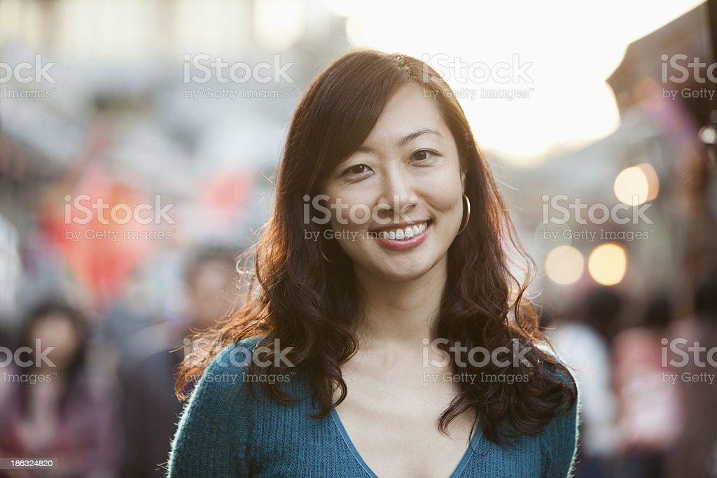 Porträt der lächelnde Frau mittleren Alters In Houhai, Peking – Foto