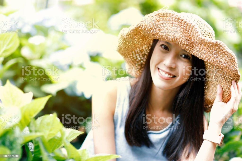 Portrait of smiling woman zbiór zdjęć royalty-free