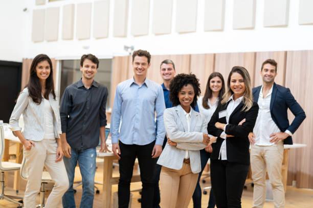 Portrait d'entrepreneurs de démarrage avec les bras croisés - Photo