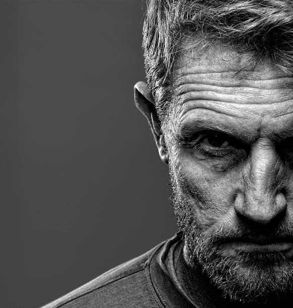 Porträt von stern bärtiger Mann – Foto