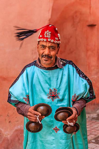 Portret street Muzyk w Marrakesz, Maroko – zdjęcie