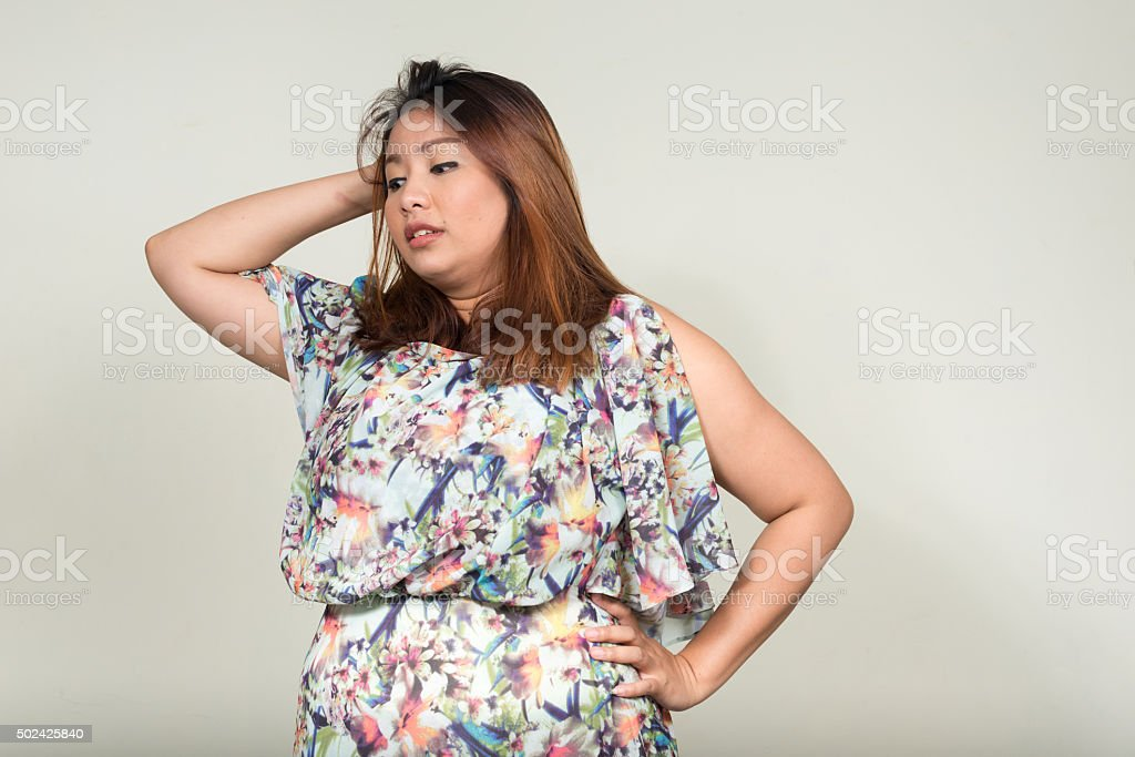 Portrait of stressed beautiful overweight Asian woman圖像檔