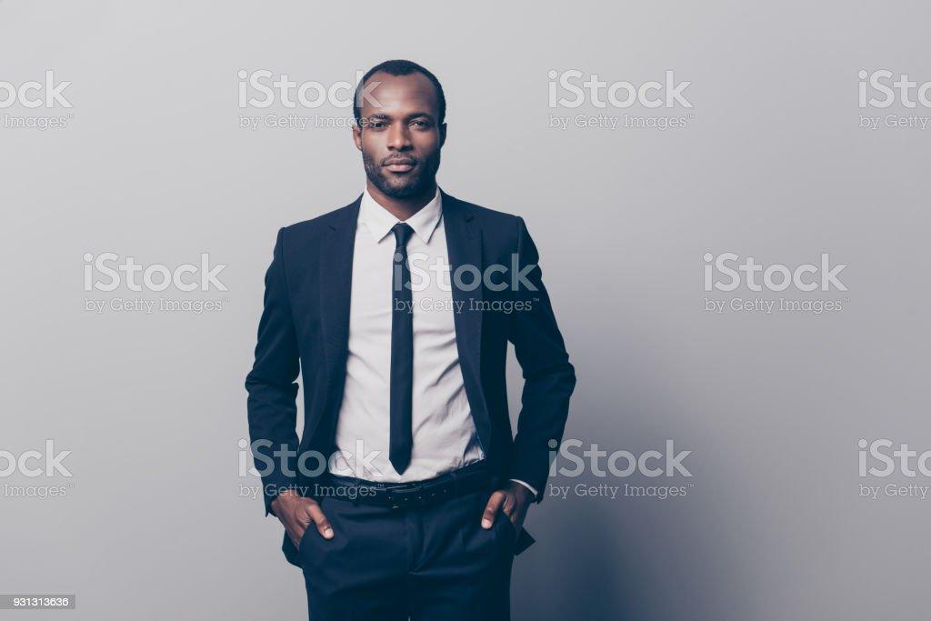 le magasin vif et grand en style design intemporel Photo libre de droit de Portrait Dun Homme Magnifique Viril ...