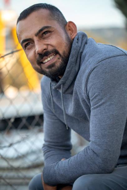 porträt des syrischen mannes - kurdische sprache stock-fotos und bilder