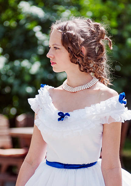 portrait of the girl in an old ball gown - frau tiefer ausschnitt stock-fotos und bilder