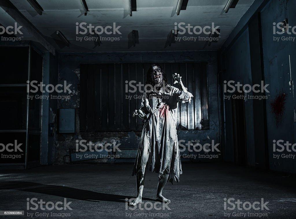 Portrait of the horror zombie woman. Halloween. foto royalty-free