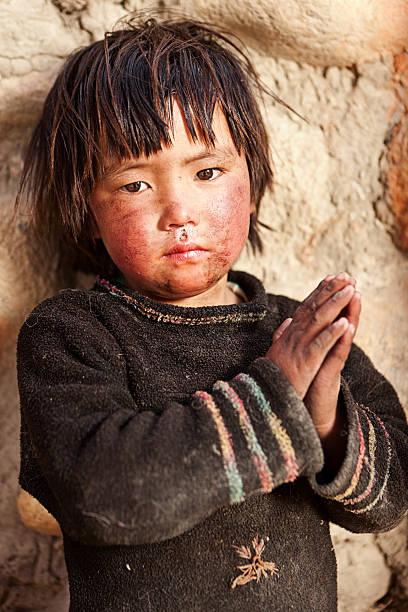 porträt von tibet kind - nepal tibet stock-fotos und bilder