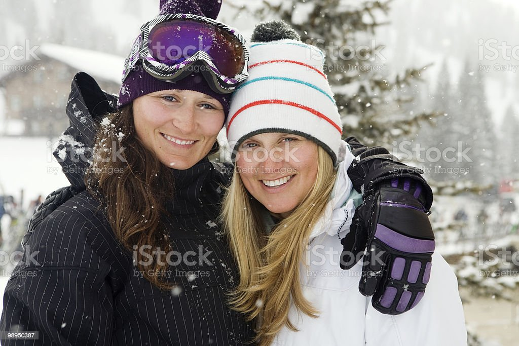 Portrait of two female skiers. foto de stock royalty-free