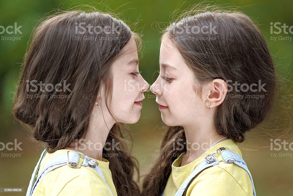 twin-girls-kiss-exotic-teen-girl-masterbaits