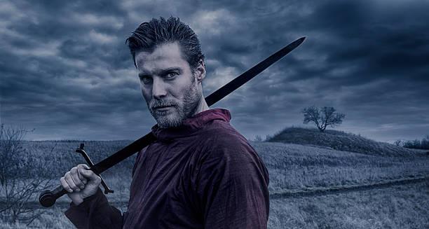 porträt von viking krieger mit einem schwert - mittelalterliche ritter stock-fotos und bilder