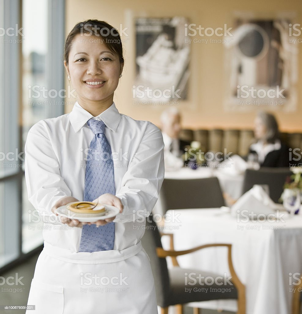 Portrait of  waitress holding cake in hand foto de stock libre de derechos