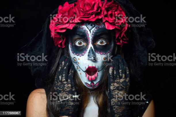 Portrait of woman dressed as catrina picture id1172686967?b=1&k=6&m=1172686967&s=612x612&h=ydhpqzdlmlpln0seh7zgdplvfdd v0pmtdkqwzla9mo=