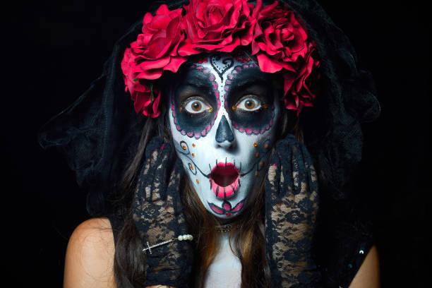 Portrait of woman dressed as catrina picture id1172686967?b=1&k=6&m=1172686967&s=612x612&w=0&h=wqpqnqznu1xfses3eejik6la6 liwnildfzifw0vths=