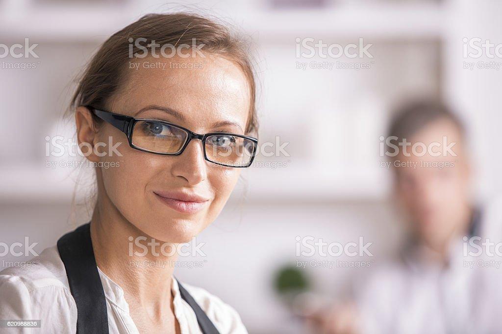 Retrato de mulher em óculos foto royalty-free