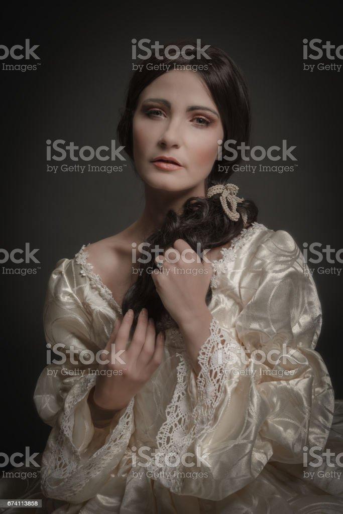 穿著復古的服裝的女人的畫像 免版稅 stock photo