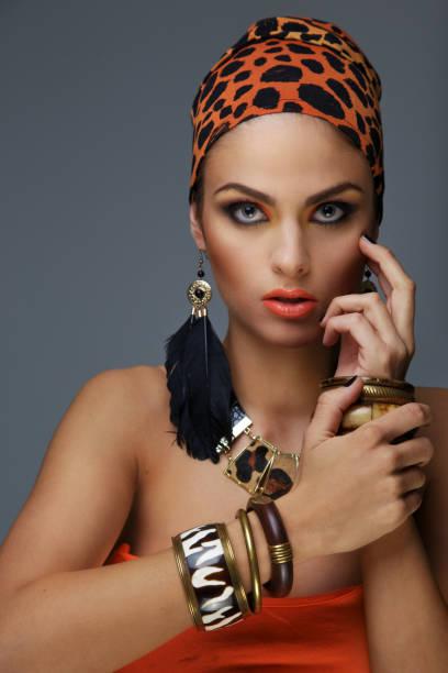 porträt frau mit exotischen make up. - vogue muster stock-fotos und bilder