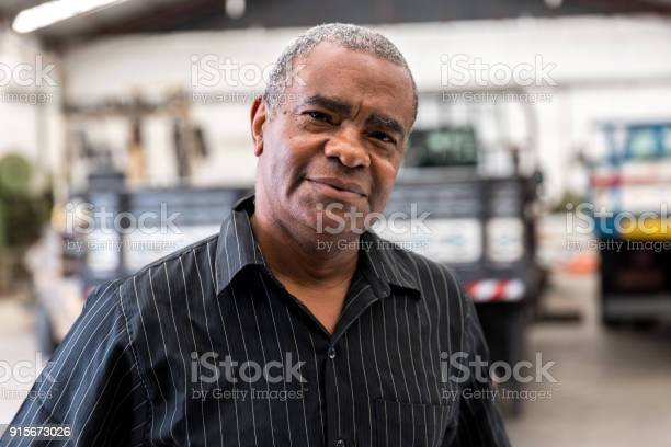 Portrait of worker on factory on background picture id915673026?b=1&k=6&m=915673026&s=612x612&h=lieme kyxqeh crpqdvnq54t3nhflvoq3uazmnpu6am=