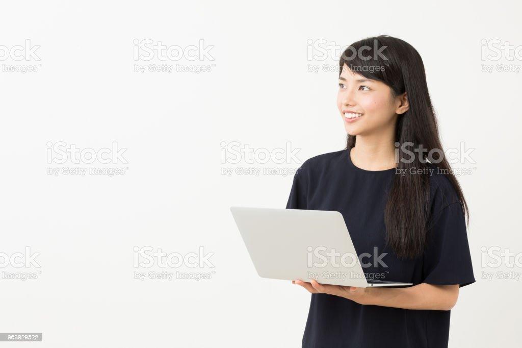 白い背景で隔離の若いアジア女性の肖像画 - 1人のロイヤリティフリーストックフォト