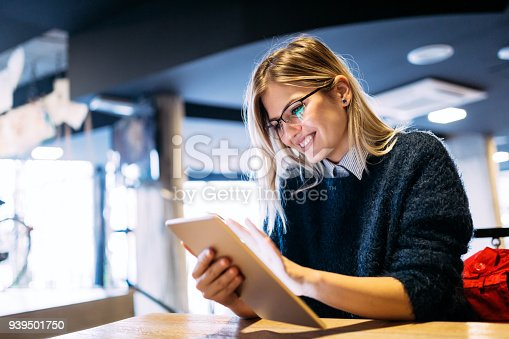 istock Portrait of young attractive woman using tablet 939501750