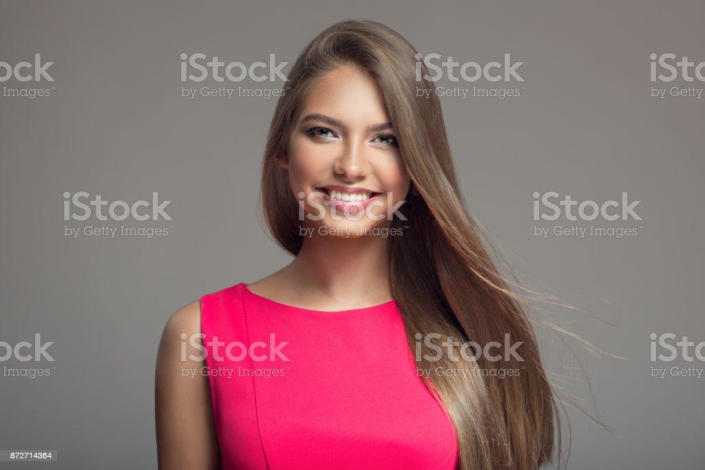 Porträt Des Jungen Schönen Lächelnden Glückliche Frau Lange Haare