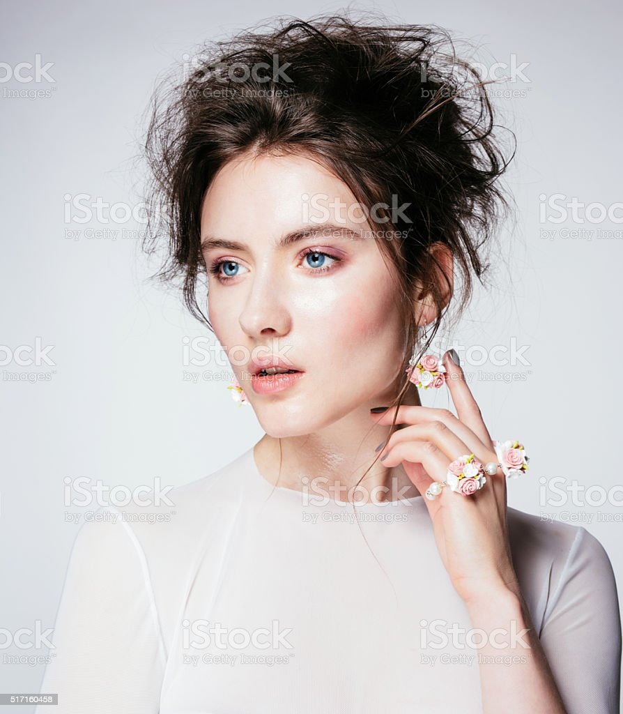 인물사진 젊은 아름다운 여인 아름다운 자연 살색 메이크업 가을에 대한 스톡 사진 및 기타 이미지