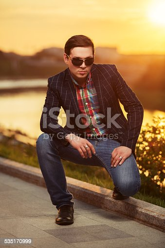 907934274 istock photo Portrait of young fashion man in sunglasses at sunset 535170999