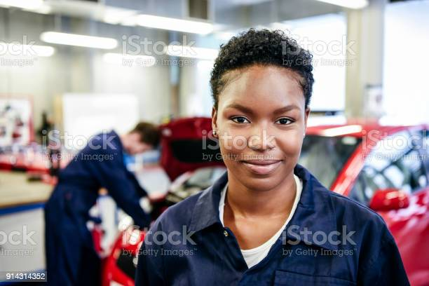 Portrait of young female mechanic picture id914314352?b=1&k=6&m=914314352&s=612x612&h= mmjgzx0qpjmhvzljwod40vajfp5koowrvtxkc2izzo=