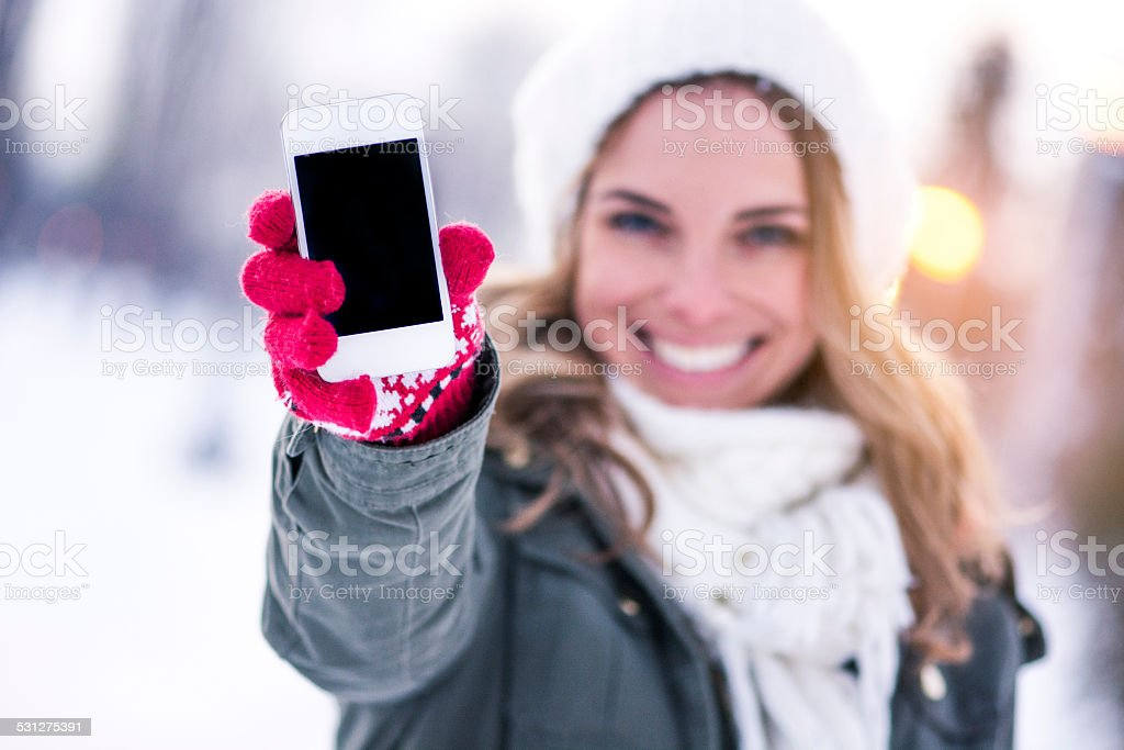 Portrait de jeune fille sur le téléphone - Photo
