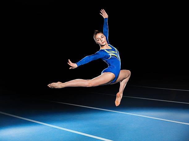 競技中の若い体操選手 - 体操競技 ストックフォトと画像