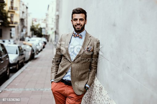 istock Portrait of young handsome fashion blogger leaned on the wall. 671328280